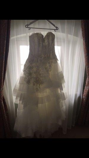 Ein Brautkleid + Baby Miniatur vom Brautkleid