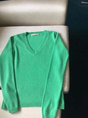 Ein Cashmere-Pullover von FTC