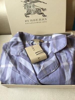 Ein Damen-Pyjama von BURBERRY
