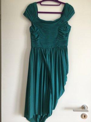 Ein feierliches Kleid in Wassergrün von BCBG