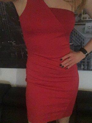 Ein figurbetontes Kleid von French Connection