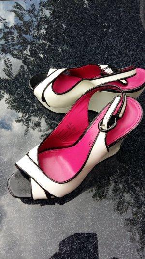 ein fröhlicher eleganter Schuh