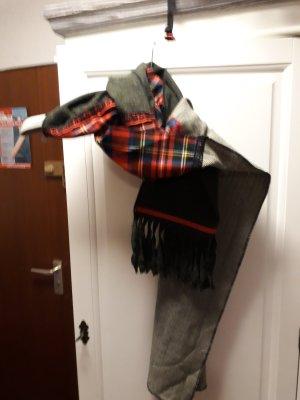 Ein grüner neuer Schal.