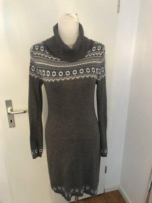 Ein Hingucker dieses schöne Wollkleid passend zu jedem Anlass wie Neu