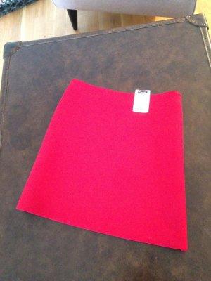 Ein HIT in Rot! Roter Hüftminirock von Hallhuber.
