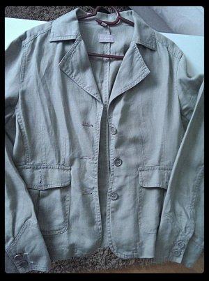 Ein Hosen-Anzug Leinen
