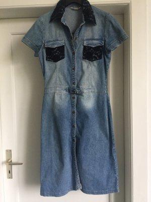 Ein Jeanskleid von STACCATO