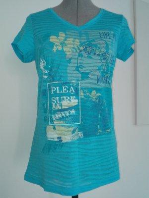 Ein leichter Sommer T-Shirt in hell-blau Farbe aus Baumwolle-polyester Mischung