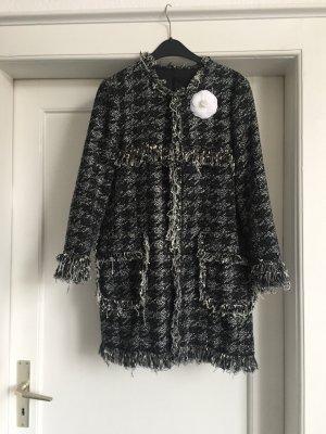 Ein Mantel aus Boucle im Chanel-Stil