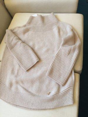 Ein Pullover von Patrizia Pepe