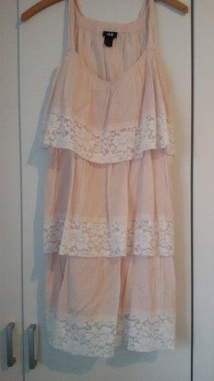Ein rosa farbendes Kleid