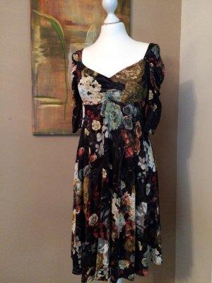 Ein schickes, besonderes Cavalli Kleid im angesagten Blumenprint