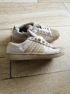 Ein schöner Adidas Superstar Schuhe