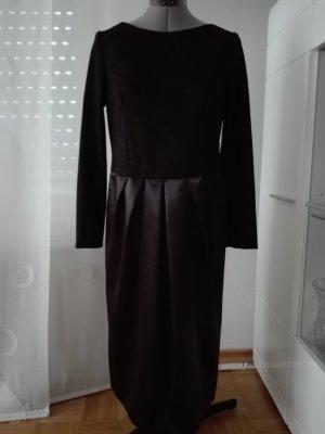 Ein schönes Designer Kleid, aus schwarze Spitze und synthetische Seide