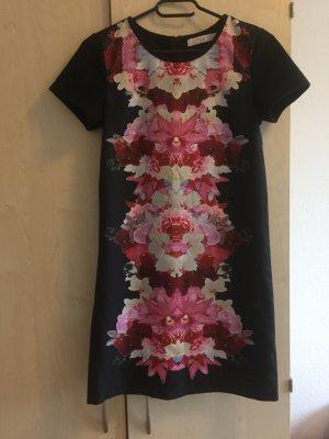 Ein schönes Kleid mit Print von Asos