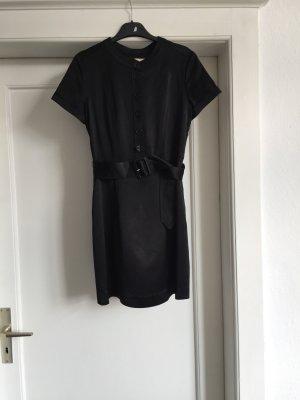 Ein schwarzes Kleid von BURBERRY LONDON