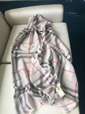 Ein sehr großer Schal von BURBERRY