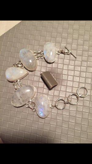 Ein sehr schönes Armband. 100 % natürlich Regenbogen Mondstein. 925 Silber