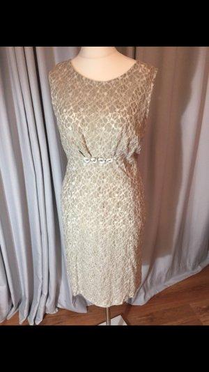 Ein sehr schönes Kleid von Apart