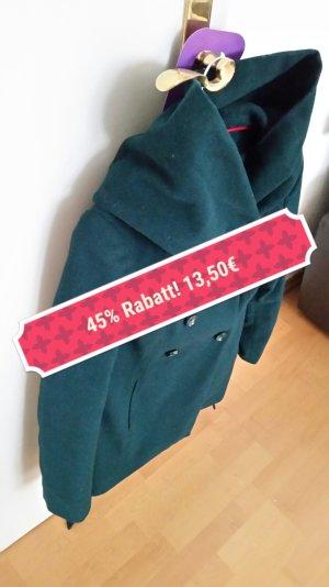 ein tief grüner Mantel mit riesiger Kapuze von Amisu