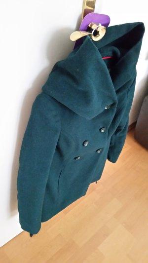 ein tief grüner Mantel mit riesiger Kapuze von Amisu; #dein_Preisvorschlag