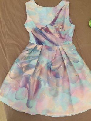 Ein tolles Kleid mit einem wunderschönen Muster, eyecatcher!