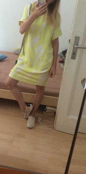 Ein tolles sommerliches Kleid von COS