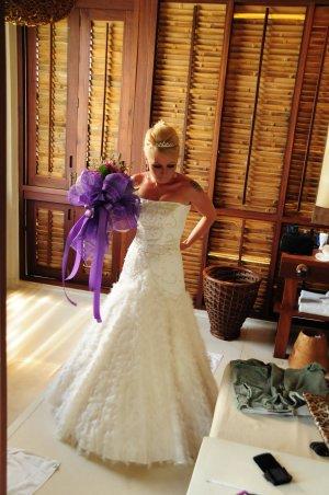 Ein Traum in weiß mit Federn! Edles Brautkleid Gr. 34