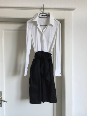 Ein Weiß-schwarzes Kleid vonSEM PER LEI