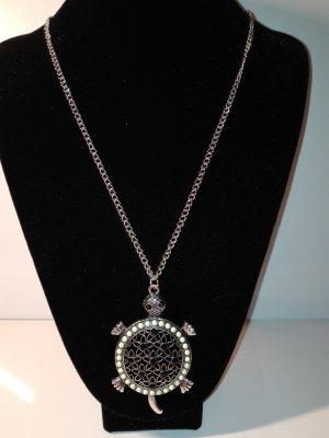 Ein wunderschöne,lange Halskette in Metall-Silber Optik,mit Schildkröte Anhänger