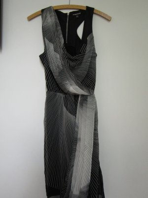 Ein wunderschönes Kleid von Warehouse