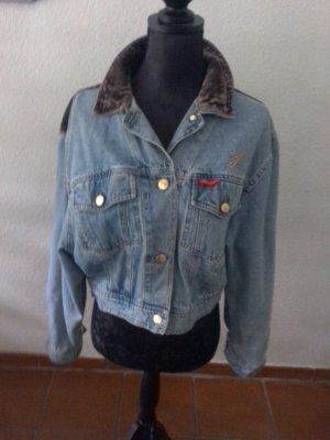 Eine blaue edle Jeansjacke