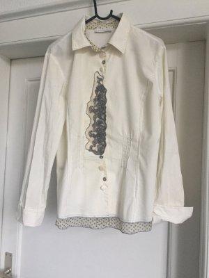 Eine Bluse von Elisa Cavaletti