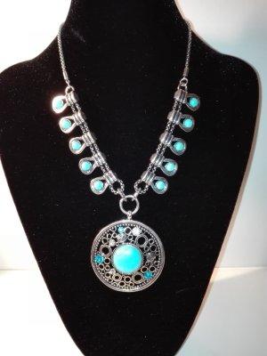 Eine coole,moderne Halskette,in Metall-Silber Optik,mit türkis-steinen verziert