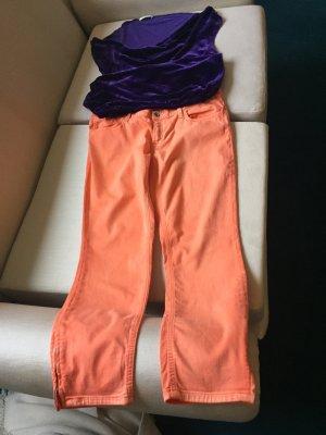 Eine Hose und ein Samt-Oberteil von GANT