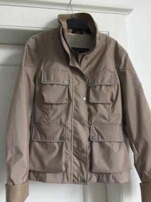 Eine Jacke von der Firma Belstaff