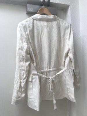 Eine neue weiße Blazer/ Kostüme aus wunderschönem Material (azur)