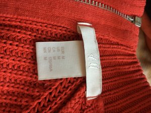 Eine rote Pullover von H&M