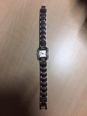 Eine schöne elegante Uhr von Guess