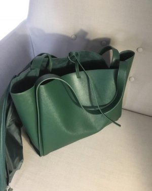 Eine super geräumige Tasche von C&A in einem saftigen Grün