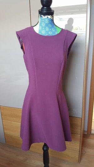 Einfaches Kleid in berry