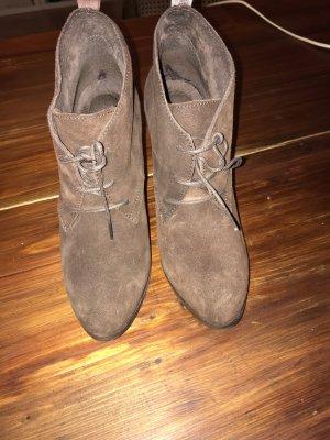 Einmalig getragene Schnürstiefelette