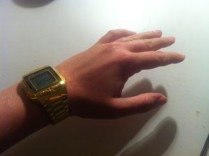 Einwandfrei funktionierende Trend-Casio-Uhr in Gold