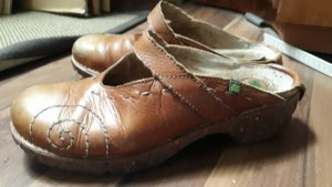 El Naturalista Clog Sandals brown
