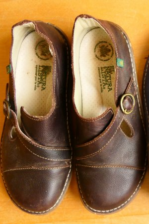 El Naturalista Mary Janes dark brown leather