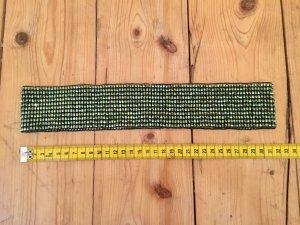 Elastischer Gürtel aus grünen Perlen