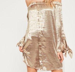 Elastischer schulterfreies Kleid