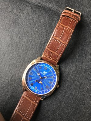 Elegant-sportliche Armbanduhr