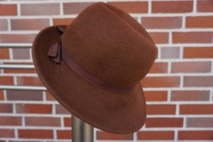 Cappello in feltro marrone