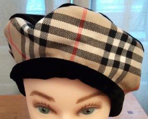Elegante französische Baskenmütze mit Burberrymuster